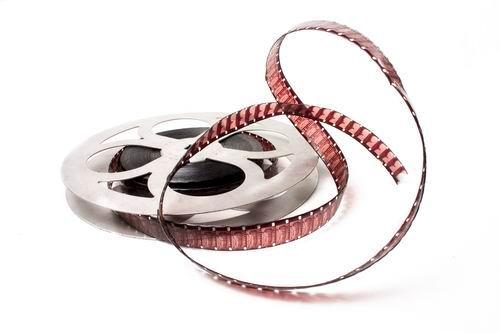 Смотрите фильмы, а не говорите по телефону!