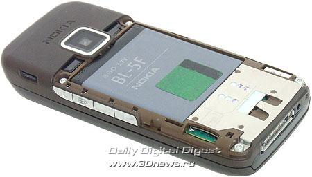 Nokia E65. Вид сзади со снятой крышкой аккумуляторного отсека