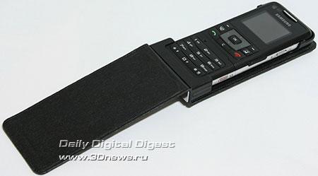 Samsung F500. Телефон, установленный в чехле