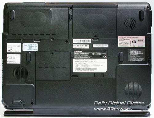 Toshiba Satellite P200-14o. Вид сзади с поднятой крышкой