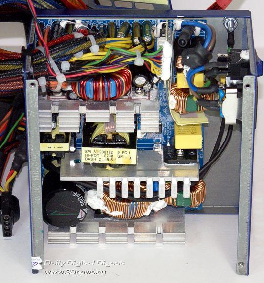 FSP Epsilon 80PLUS 450W внутри