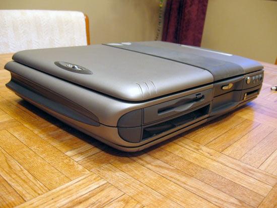 Взрыв из прошлого: ноутбук-гигант с двумя 13,3
