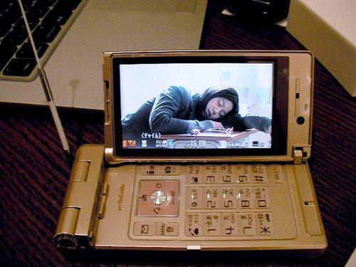 Японцы любят сложные телефоны