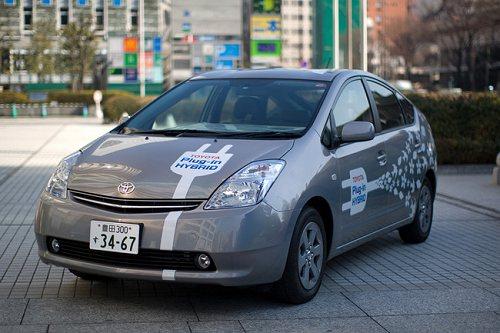Гибридный автомобиль от Toyota