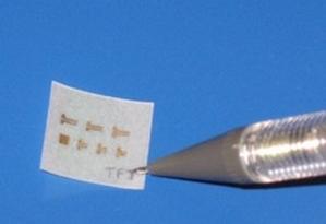 Полевой транзистор на бумажном слое