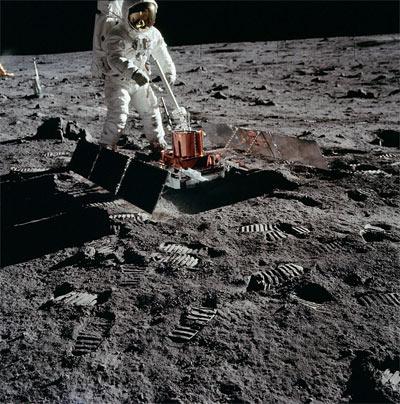 buzz-w-sensor-on-moon
