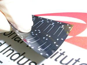 AIST: гибкая солнечная батарея на керамической подложке
