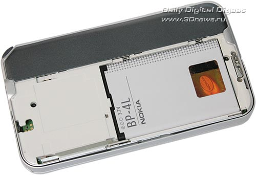 Nokia N810. Вид сзади со снятой крышкой