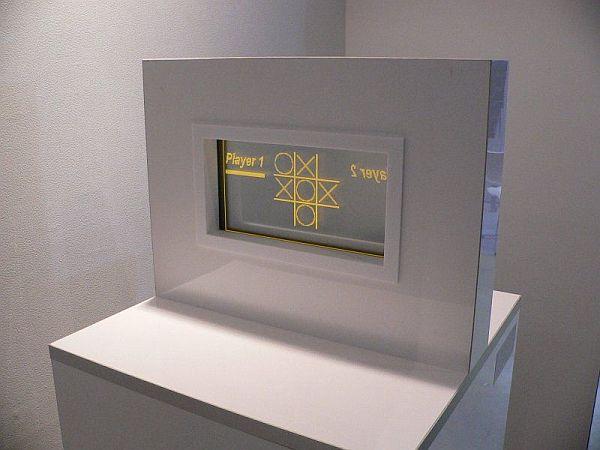 Двусторонний сенсорный дисплей