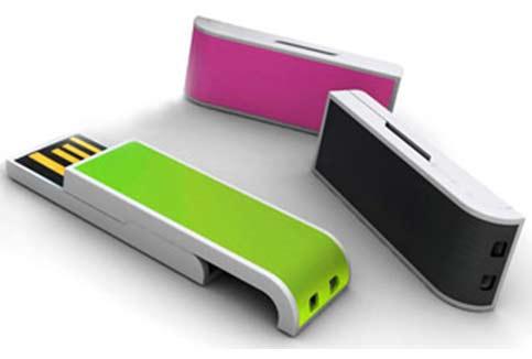 Обычные USB-накопители либо флешки воплощают в себе простоту и нужный перечень возможностей.