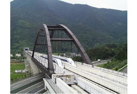 Японцы разгонят поезда до скорости 581 км/ч