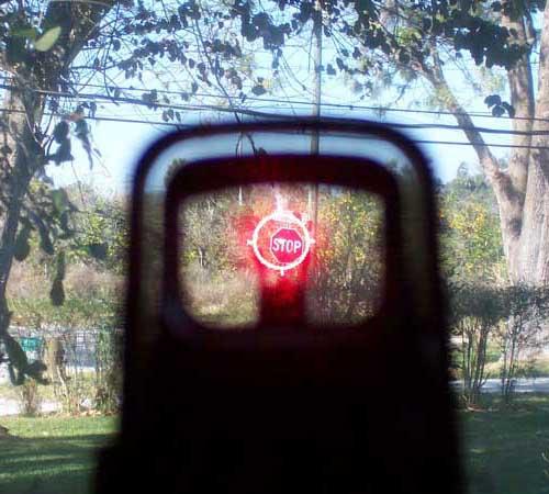 Лол малыш, где ты видел снайперку с коллиматорным прицелом? :D Реально на штурмовую винтовку с ножками похоже.