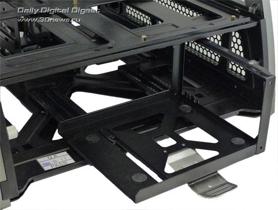 Выдвинутые салазки для установки блока питания в корпусе Antec Skeleton
