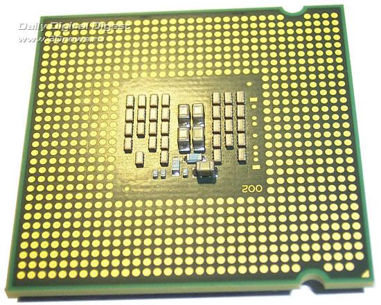 Intel Q8300 обратная сторона