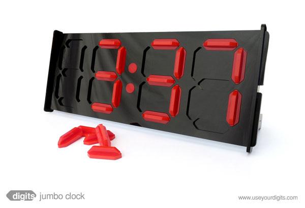 Наручные электронные часы женские.