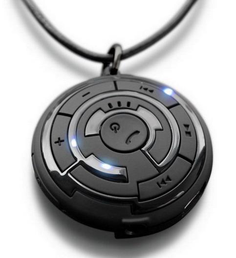 Гаджет может использоваться не только для ответов на звонки, но и в...