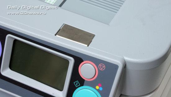 OKI  MC360. Фиксирующий магнит крышки сканера