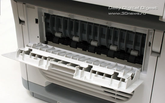 OKI  MC360. Дверца доступа к механизму протяжки