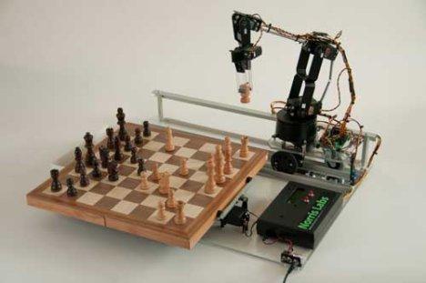 Литература Forex.  Этот робот может не только двигать фигурки по доске, но и вращать само поле на 180 градусов для...