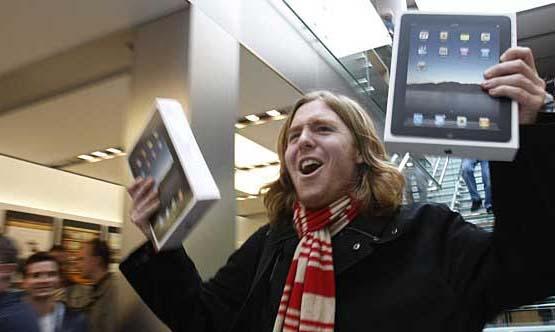 Один из многих счастливых покупателей iPad