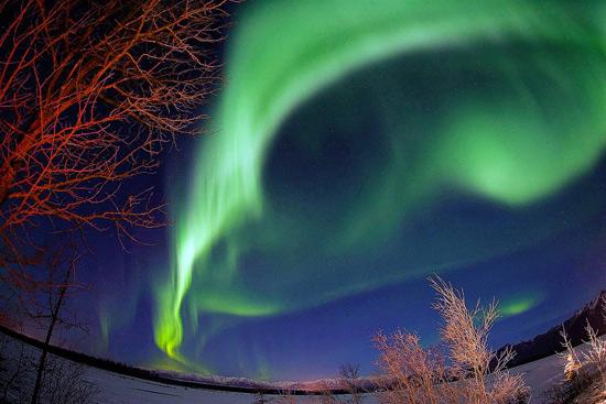 http://www.3dnews.ru/_imgdata/img/2010/08/06/596326/ss-100804-aurora-borealis-04.ss_full.jpg