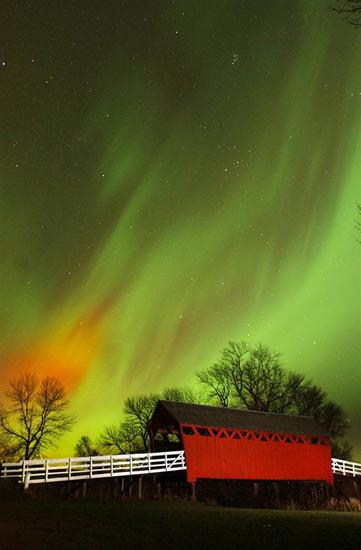 http://www.3dnews.ru/_imgdata/img/2010/08/06/596326/ss-100804-aurora-borealis-08.ss_full.jpg