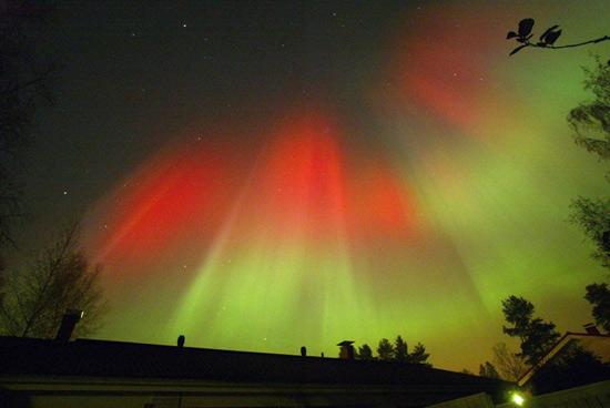 http://www.3dnews.ru/_imgdata/img/2010/08/06/596326/ss-100804-aurora-borealis-10.ss_full.jpg