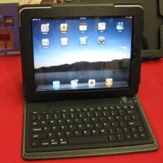 За $99 покупатель получает клавиатуру, вмонтированную в защитный кейс.