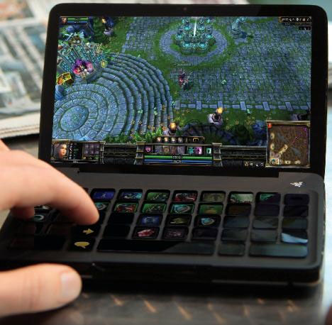 Игровое портативное устройство Razer Switchblade на основе Atom Z670