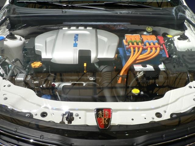 Гибридная версия Roewe 550 весит больше бензиновых и дизельных вариантов: 1698 кг.  Силовая схема автомобиля включает...