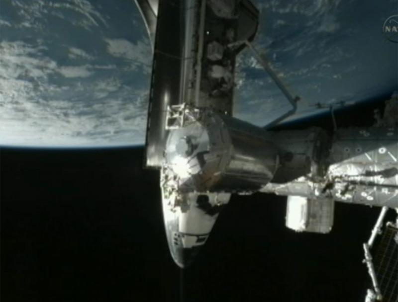 Endeavour, пристыкованный к МКС