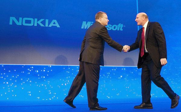 Глава Nokia Стивен Элоп (Stephen Elop) и глава Microsoft Стив Балмер (Steve Ballmer)