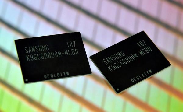 Микросхемы флеш-памяти Samsung (изображение производителя).  20-нанометровые микрочипы производятся по технологии...