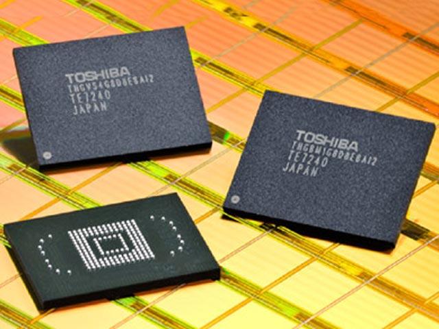Микросхемы флеш-памяти Toshiba (изображение производителя).  Неделю назад компании Intel и Micron сообщили о...