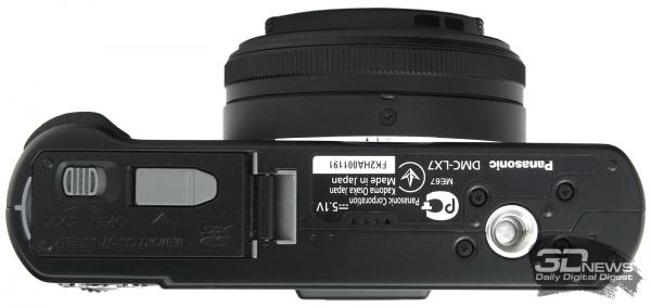 Panasonic Lumix DMC-LX7 — вид снизу