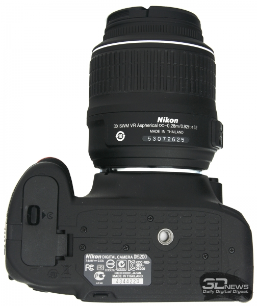 Nikon D5200 — вид снизу