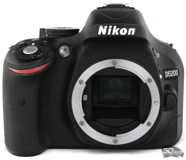 Nikon D5200 — вид спереди