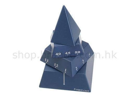 Три верхних этажа сооружения постоянно вращаются с разной скоростью и означают часы, минуты и секунды, соответственно.