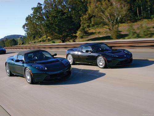По словам представителей компании Tesla Motors, первые 50 автомобилей будут доставлены своим владельцам в первой...