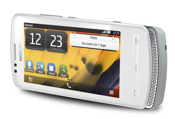 "Nokia 700 оснащен 3,2"""