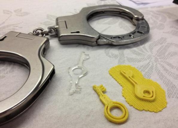 выпуском наручников,