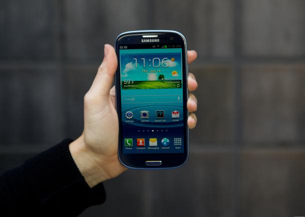 Samsung Galaxy S3: Эргономичный дизайн и экран Super