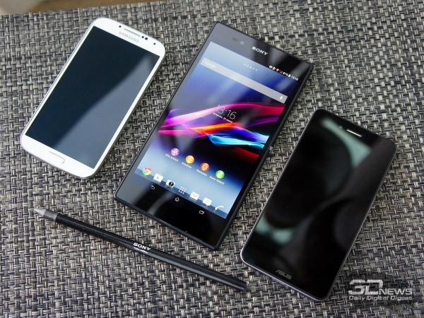 Sony Xperia Z Ultra в окружении уже немаленьких 5-дюймовых смартфонов – Samsung Galaxy S4 и ASUS Padfone Infinity