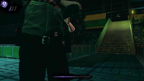 Охранник на заднем плане не видит в наших действиях ничего подозрительного