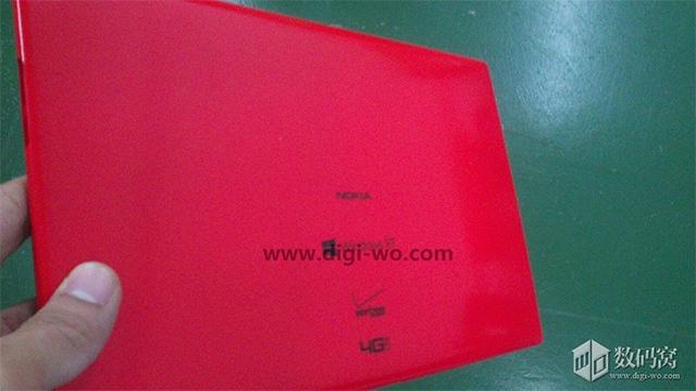 Фото планшета Nokia в красном корпусе