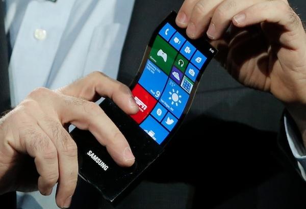 Массовое производство гибких экранов Samsung и LG начнется в ноябре
