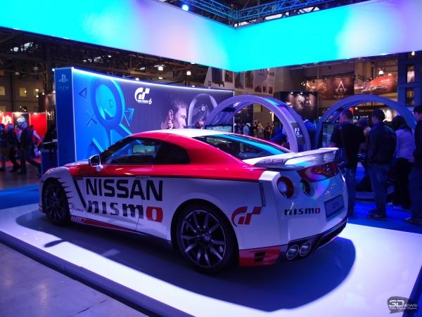 Чтобы показать тесную связь Gran Turismo 6 с настоящим автоспортом, Sony прикатила несколько боевых Nissan GT-R