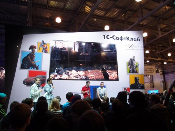 Посетители выставки могли не только посмотреть на Dying Light на большом экране стенда «1С-СофтКлаб», но и опробовать игру во время пятиминутных геймплейных сессий в специальном закрытом зале.