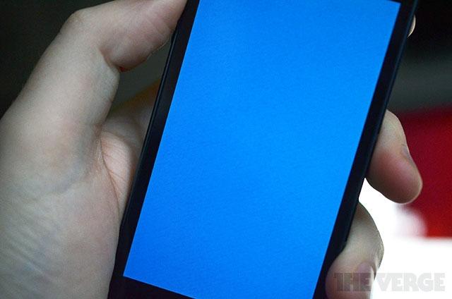 Некоторые iPhone 5s внезапно перезагружаются после «синего экрана смерти»