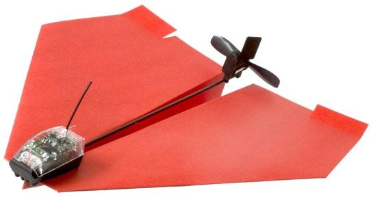 Но что если добавить к бумажному самолётику немного электроники для управления полётом?  Это му и посвящён проект...